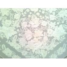 Mantón de seda bordado. Modelo 206 blanco.