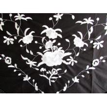 Mantón bordado negro-plata. Modelo 210